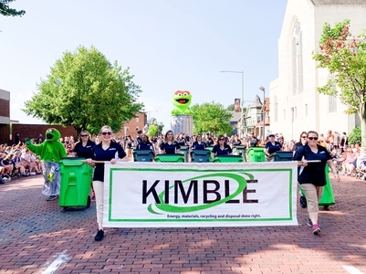 Kimble in Pro Football Hall of Fame Parade 2019